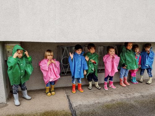 Sprehod v dežju- preverjamo koliko smo zrasli